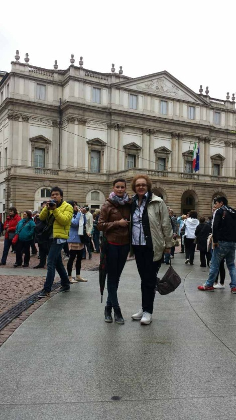 Пред La Skala de Milano