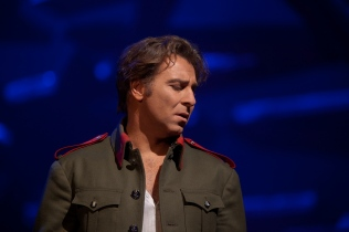 Roberto Alagna as Don JosŽ in BizetÕs ÒCarmen.Ó Photo: Ken Howard/Metropolitan Opera Taken at the Metropolitan Opera during the dress rehearsal on December 28, 2009.